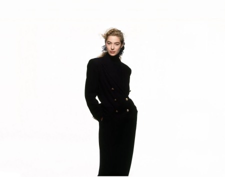 model-elaine-irwin-earing-ralph-laurens-wool-crepe-double-breasted-blue-blazer-and-matching-pants-vogue-1989-c2a9-patrick-demarchelier