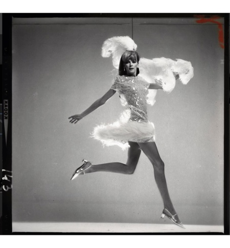 Nena von Schlebrügge, dress by Harold Levine, headdress by Halston, September 19, 1966 © Richard Avedon