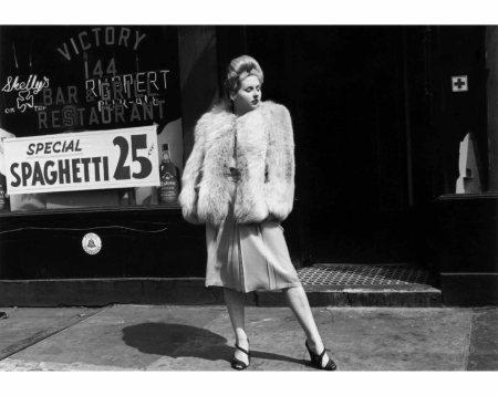 New York City (Woman in fur coat), c. 1940 © Helen Levitt