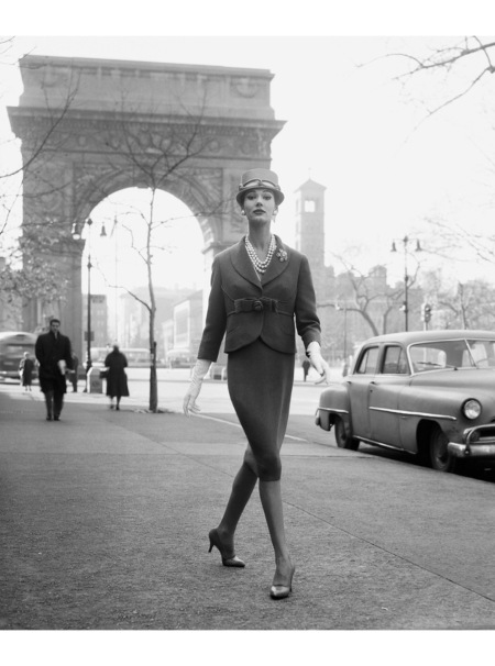 Simone D'Aillencourt, Washington Square Arch, ca. 1959