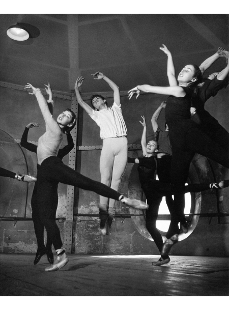 Adagio Class In The Rotunda At The Opéra De Paris, 1950 © Robert-Doisneu