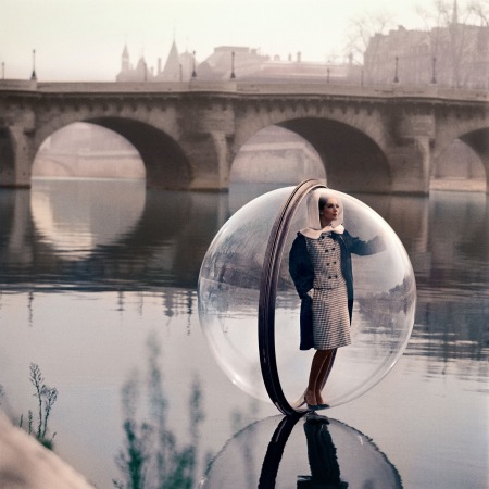 """Bubble on the Seine"", Bazaar, 1963 color Bubble Seine, Simone D'Aillencourt, March 1963 © Melvin Sokolsky"