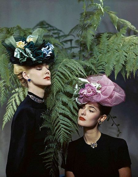 Floral hats from Reine (l) and Lilly Dache (r) 1945