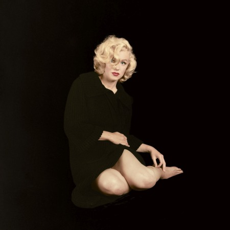 For a September 1953 shoot for Look magazine, Milton shot Marilyn in a sweater coat after the magazine_s entourage had left