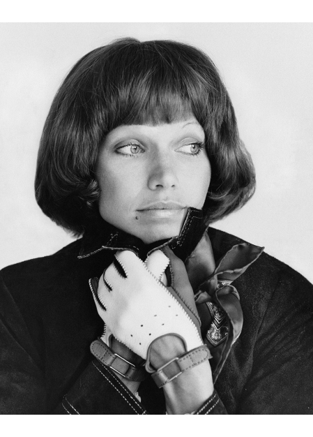 Veruschka Wearing a pageboy wig by Kenneth and two-toned gloves by Grandoe © Gianni Penati