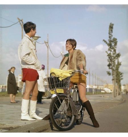 Amsterdam circa 1968, vrouw met Mobylette EEG