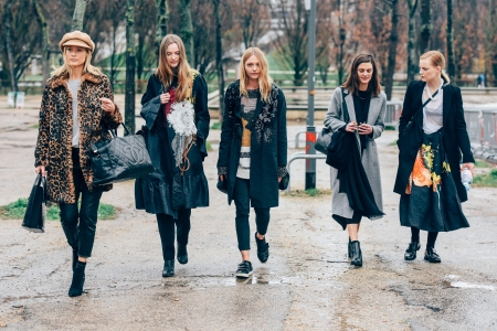 Carolyn Murphy, Vlada Roslyakova, Sasha Pivovarova, Marina Peres and Guinevere Van Seenus, Paris F:W 2017