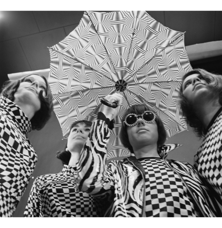 Girls in op-art clothing, 1965 b