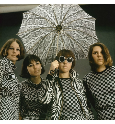 Girls in op-art clothing, 1965