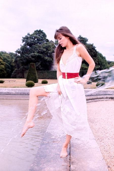 Jane Birkin sur le tournage du film 'Sérieux comme le plaisir' en 1974, en France . (Photo by Giancarlo BOTTI:Gamma-Rapho via Getty Images)
