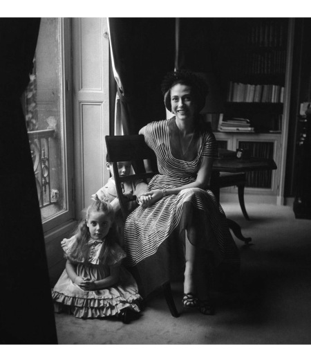 Madame Marcel Rochas with her children Sophie and Francois April 1949 © Richard Rutledge