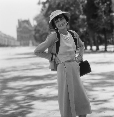 Mademoiselle Chanel in the Tuilleries, Paris, 1955 © Willy Rizzo