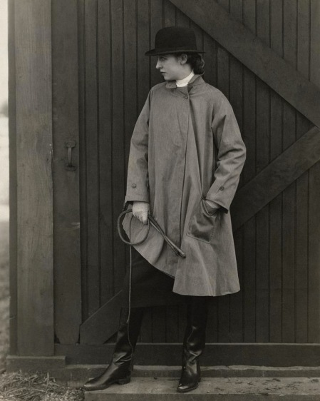 Model Marion Morehouse wearing a mackintosh jacket with a bowler hat may 1927 © Edward Steichen
