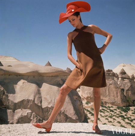 Model wearing a brown dress by B.H. Wragge in Goreme, Turkey Dec 1966 copia