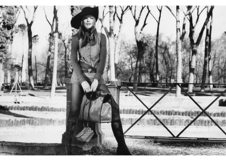 Veruschka holding Gucci handbags in the Borghese Gardens, Rome april 1971