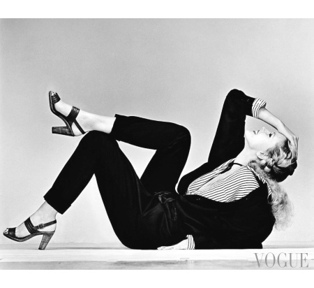 A model reclining wearing a Saint Laurent Rive Gauche suit Vogue Jan 1978 © Albert Watson