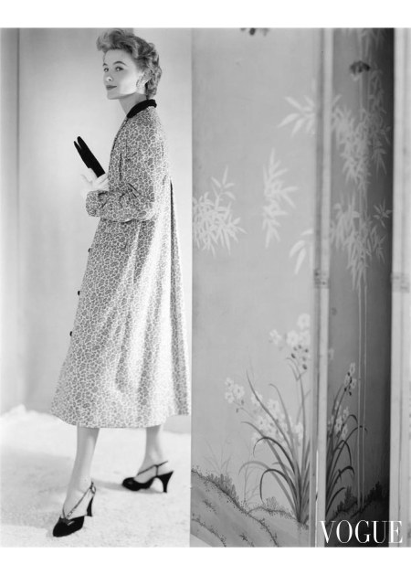 A model wearing a water-repellent corduroy coat by Loomtogs by a Chinese folding screen Aug 1953