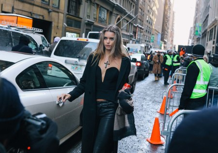 Abbey Lee-nyfw-street-style-day-two 2017-phil-oh