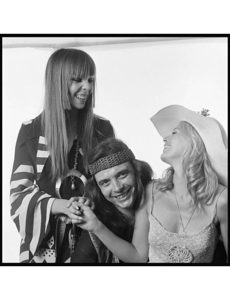 David Bailey with girlfriend Penelope Tree (left) and Britt Ekland June 1970 © Patrick Lichfield
