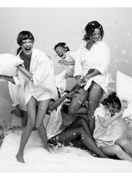 """Vogue Italia supplement Linda Evangelista, Naomi Campbell, Amber Valletta, Christy Turlington & Shalom Harlow Vogue It May 1993 © Steven Meisel"