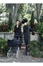 "Guinevere Van Seenus & Coco Rocha Sasha Pivovarova Agyness Deyn Carolin Trentini ""Paris, je t_aime"" Vogue US September 2007 © Steven Meisel c"
