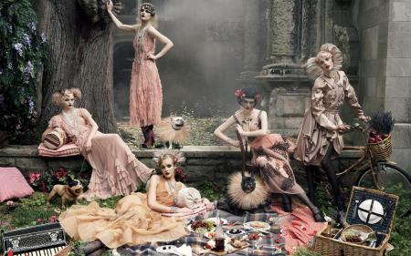 "Guinevere Van Seenus & Coco Rocha Sasha Pivovarova Agyness Deyn Carolin Trentini ""Paris, je t_aime"" Vogue US September 2007 © Steven Meisel l"