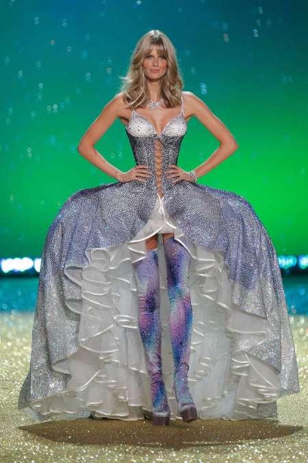 julia Stegner Victoria's Secret Fashion Show NYC 2010 © Randy Brooke