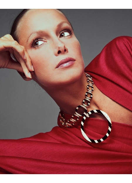 Karen Graham, necklace by Bulgari, red caftan by Grès, hair by Ara Gallant, New York, August 23, 1972