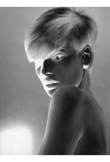 Linda Evangelista Platino for Vogue Italy, January 1991 © Steven Meisel