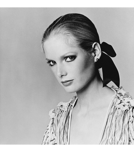 Lisa Cooper wearing black pearl earrings by Mastagem Jewelry may 1977