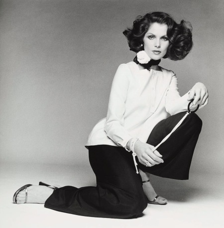 Lois Chiles wearing an over-blouse and pants by Geoffrey Beene Vague march 1974 © Francesco Scavullo