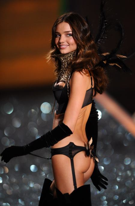 miranda-kerr-victoria-secret-fashion-show-2009