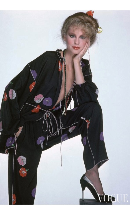 model wearing a floral Geoffrey Beene pajama suit Vogue dec 1977 © Albert Watson