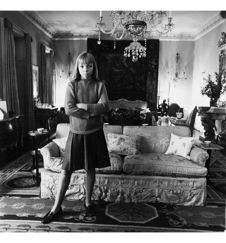 Penelope Tree in Her Living Room, NYC, 1962 © Diane Arbus