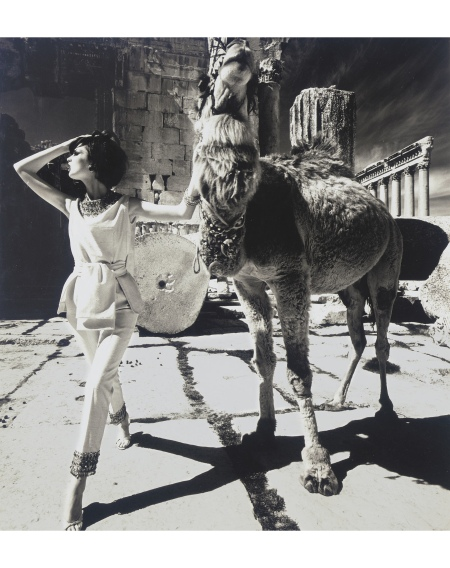 Dorothy McGowan & Camel, Baalbek, 1961 © William Klein