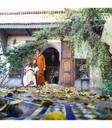 Paul and Talitha Getty wearing kaftans in their garden in Marrakesh, Morocco Vogue Jan 1970 © Patrick Lichfield
